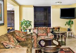 Days Inn & Suites by Wyndham Downtown Gatlinburg Parkway - Gatlinburg - Σαλόνι ξενοδοχείου