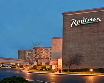 Radisson Hotel Cleveland Airport - North Olmsted - Building