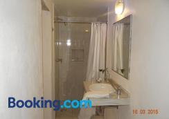 Hotel Nacional - Oaxaca - Bathroom