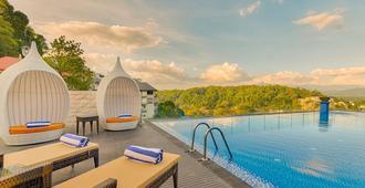Serene Kandy - Kandy - Pool