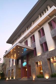 Serela Riau Hotel Bandung - Bandung - Toà nhà