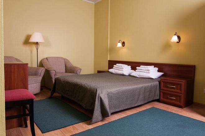 Mini-Hotel on Elektrotechnichnaya Street 18 - Kyiv - Bedroom