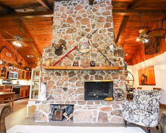 Private home with pool minutes from downtown La Grange and Antique Shopping - La Grange