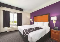 La Quinta Inn & Suites by Wyndham St. Louis Westport - Maryland Heights - Makuuhuone
