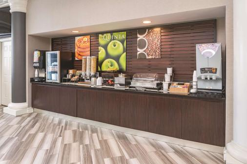 La Quinta Inn & Suites by Wyndham St. Louis Westport - Maryland Heights - Buffet