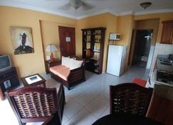 Cozy 1-Bedroom-Apartment Just 5 Minutes From Zona Colonial - Santo Domingo - Living room