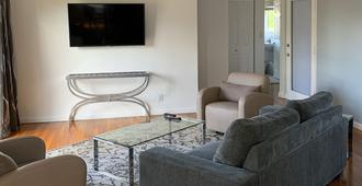 The Cabanas Guesthouse & Spa - Gay Men's Resort - Fort Lauderdale - Living room