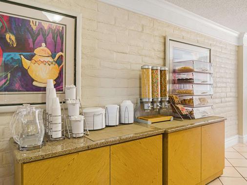 La Quinta Inn by Wyndham Denver Northglenn - Westminster - Buffet