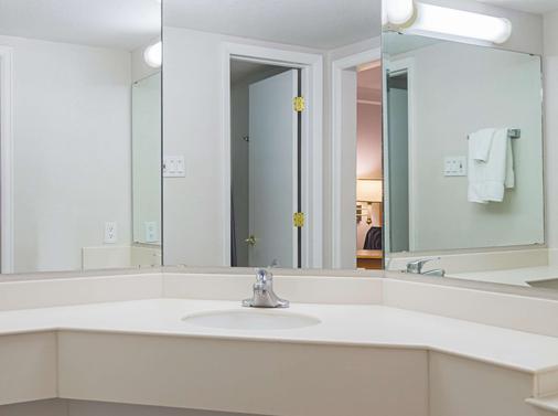 La Quinta Inn by Wyndham Denver Northglenn - Westminster - Phòng tắm