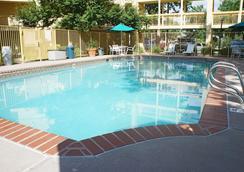 La Quinta Inn by Wyndham Denver Northglenn - Westminster - Bể bơi