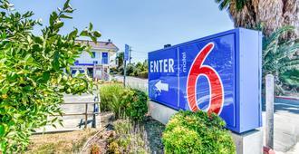 Motel 6 Stockton - Charter Way West - Stockton - Näkymät ulkona