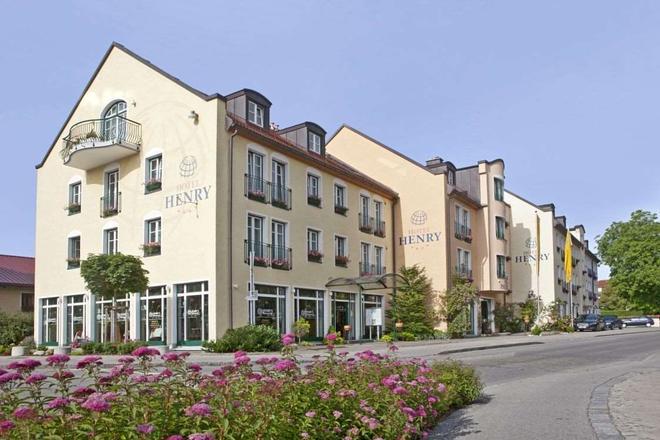 Hotel Henry - Erding - Building
