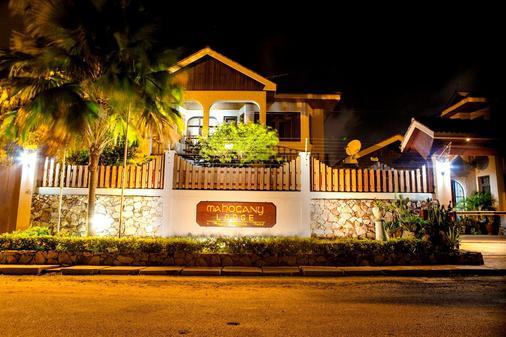 Mahogany Lodge - Accra - Outdoors view