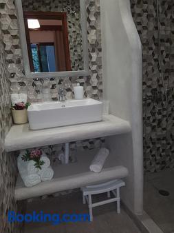 Georgia Old Town Apartments - Rhodes - Bathroom