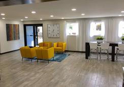 Days Inn & Suites by Wyndham Cincinnati North - Cincinnati - Lobby