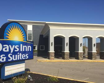 Days Inn & Suites by Wyndham Cincinnati North - Σινσινάτι - Κτίριο