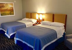 Days Inn & Suites by Wyndham Cincinnati North - Cincinnati - Bedroom