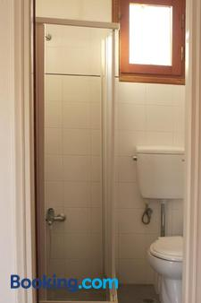 Kastro Hotel - Agios Kirykos - Bathroom
