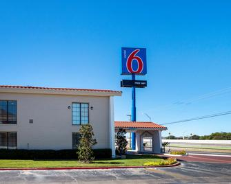 Motel 6 Euless DFW West - Euless - Gebouw