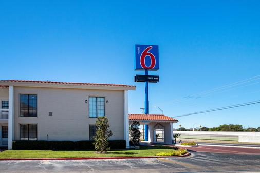 Motel 6 Euless DFW West - Euless - Building