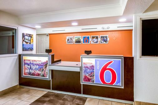 Motel 6 Euless DFW West - Euless - Front desk