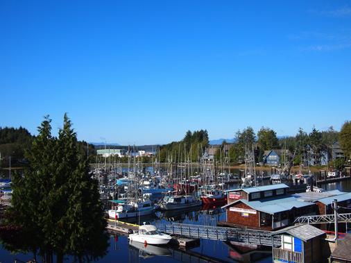 West Coast Motel - Ucluelet - Outdoor view