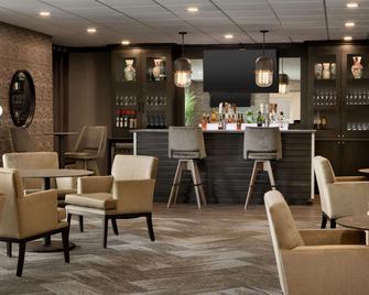 Microtel Inn & Suites by Wyndham Weyburn - Weyburn - Бар