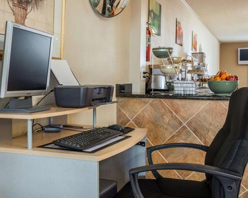Quality Inn & Suites - Monroe - Business center