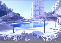First Flatotel International - Benalmádena - Piscina