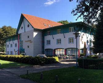 Gut-Hotel Pommernhotel Barth - Barth - Gebäude