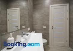 Partner Guest House Klovskyi - Kyiv - Bathroom