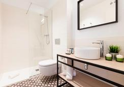 Aspasios Poblenou Apartments - Barcelona - Bathroom