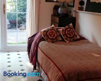 Folly Studio Bed and Breakfast - Bungay - Bedroom