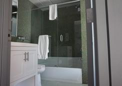 The Ridge Hotel - New York - Bathroom