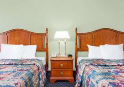 Days Inn & Suites by Wyndham SE Columbia Ft Jackson - Columbia - Makuuhuone