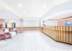 Days Inn & Suites by Wyndham SE Columbia Ft Jackson - Columbia - Aula