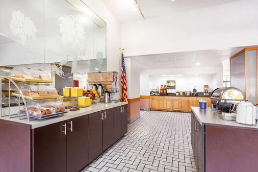 Days Inn & Suites by Wyndham SE Columbia Ft Jackson - Columbia - Buffet