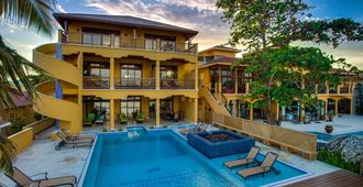 Villa Margarita At Jaguar Reef - Hopkins
