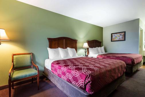 Econo Lodge at Thousand Hills - Branson - Bedroom