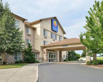 Comfort Inn & Suites - McMinnville - Building