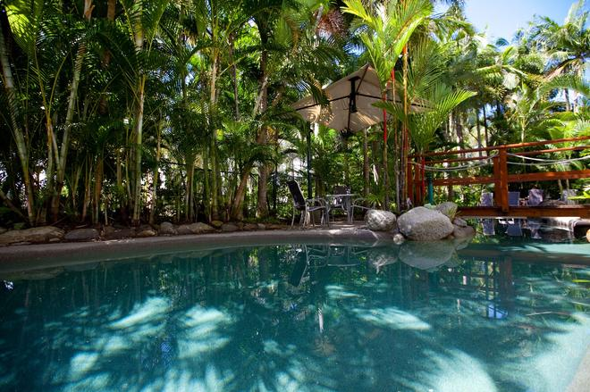 Seascape Holidays - Coral Apartments - Port Douglas - Pool