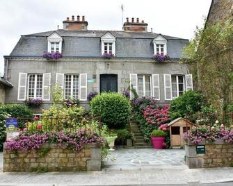 Les Chambres D'hôtes L'hermine - Bazouges-la-Pérouse - Building