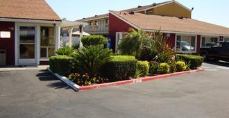 Oasis Inn Sacramento - Elk Grove - סקרמנטו - בניין