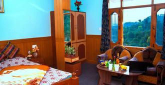 Aditya Home Stay - שימלה
