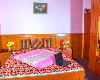 Aditya Home Stay - Shimla - Bedroom