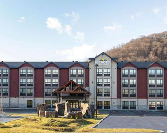 Microtel Inn & Suites by Wyndham Mont Tremblant - Mont-Tremblant - Building