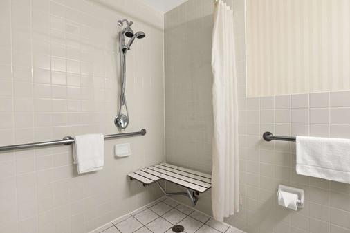 Travelodge by Wyndham San Francisco Bay - San Francisco - Bathroom