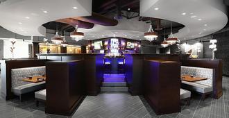 Holiday Inn Hotel & Suites East Peoria, An IHG Hotel - East Peoria - Bar