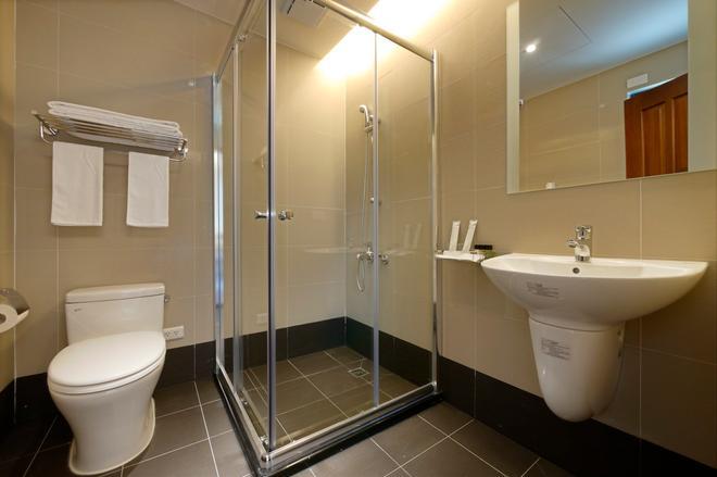 碧港良居商旅-西子灣 - 高雄市 - 浴室