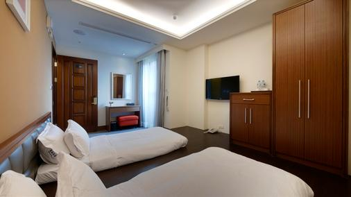 Watermark Hotel Sizihwan - Kaohsiung - Bedroom